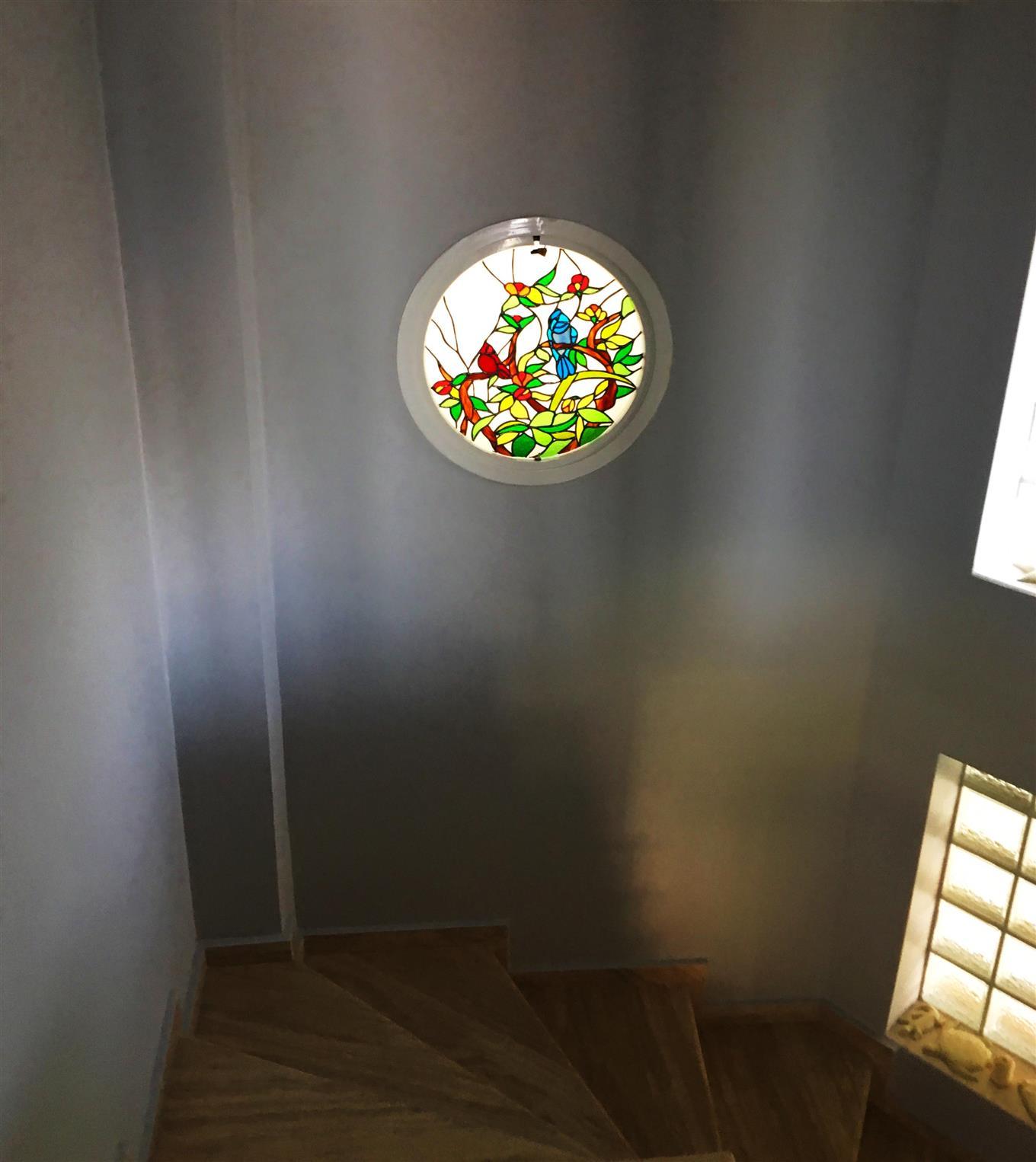 yuvarlak-pencere-vitraylari-urla2017122119407895.jpg izmir vitray çalışması